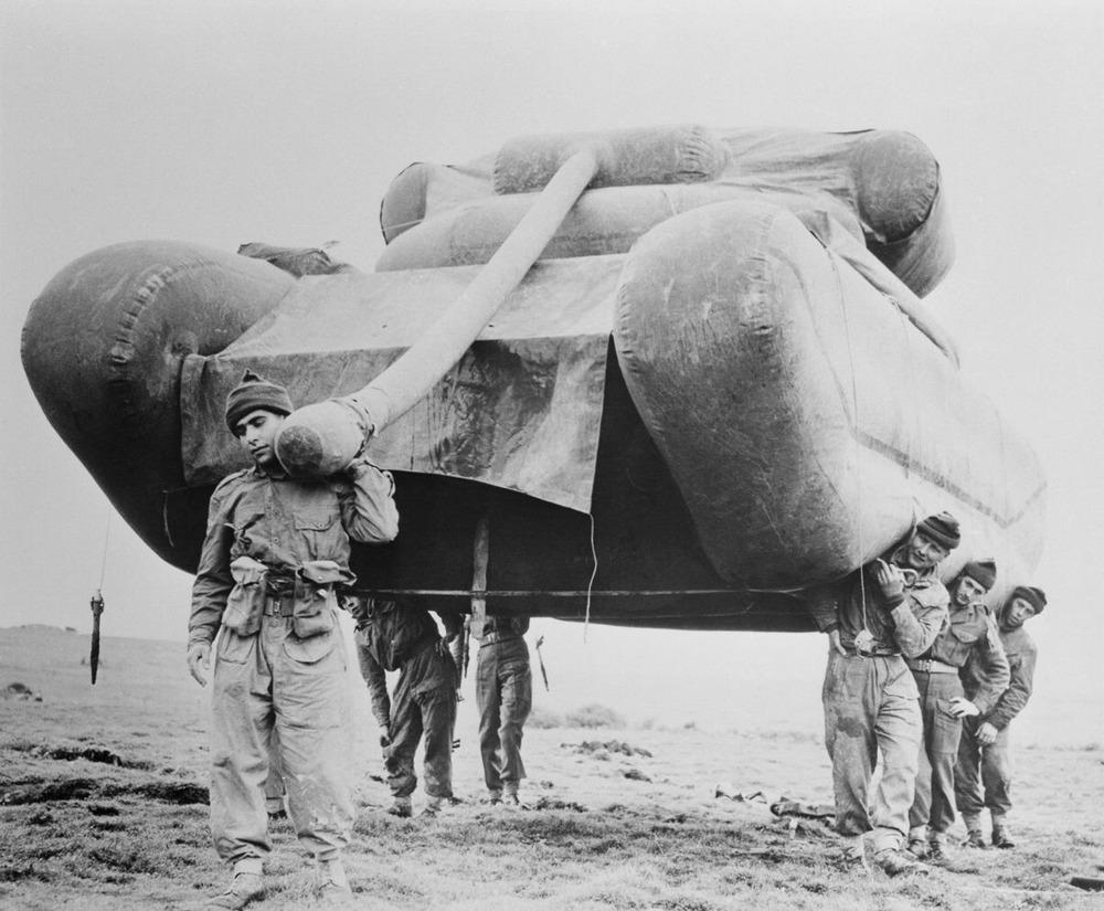 Резиновые танки: как хитрили на войне с не очень тяжёлой техникой. Фотографии 1918-1954 годов 17
