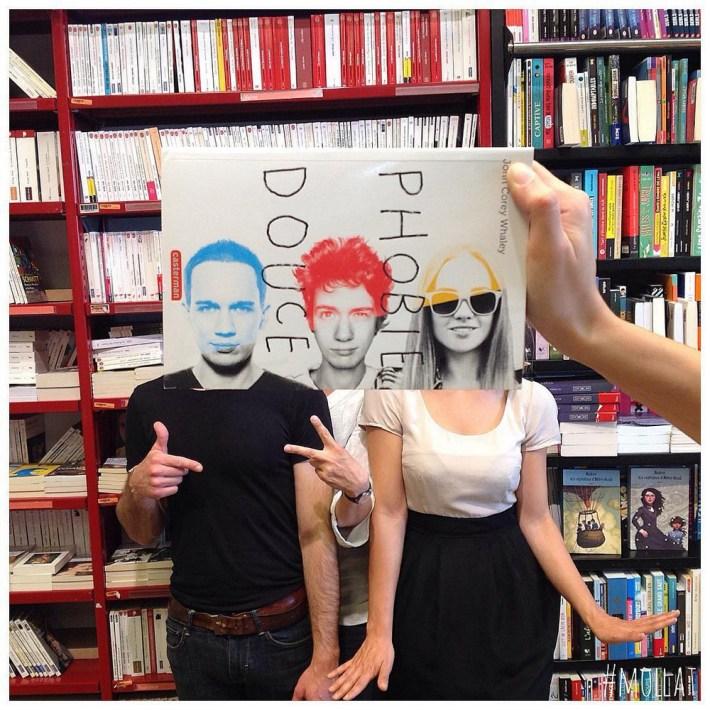 Book-Face-kreativnye-snimki-s-oblozhkami-knig 26