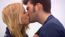 doctor who - rose and doctor 2 kiss