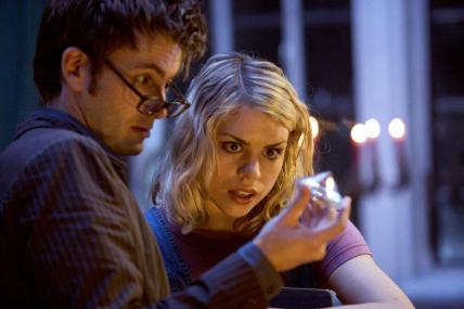 doctor who - rose and doctor examine