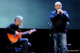 Boris Cavazza je pesem namenil svoji preminuli ženi ob spremljavi Igorja Leonardija.
