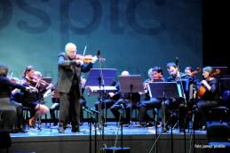Orkester je zaključil z odlično priredbo našega dirigenta in solista Franca Avseneka Piazzolline Balade za norca. S harmoniko je nastopil Mirko Jevtovič.