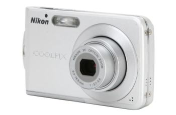 Nikon CoolPix S202 Manual-camera front face