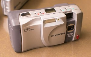 Olympus D-220 L Manual - camera side
