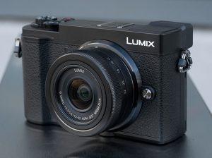 Panasonic Lumix GX9; Panasonic's New Rangefinder-style Camera with Tilting EVF
