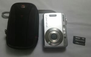 Sony DSC S45 Manual - camera with case