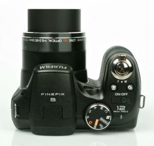 FujiFilm FinePix S2500HD Manual - camera top side