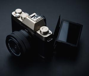 Fujifilm X-T100 - unique tilting mechanism