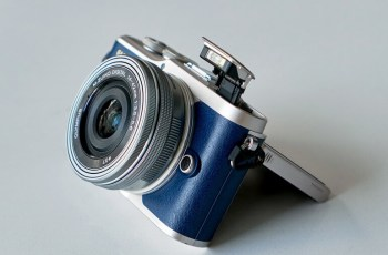 Olympus E-PL9; camera side