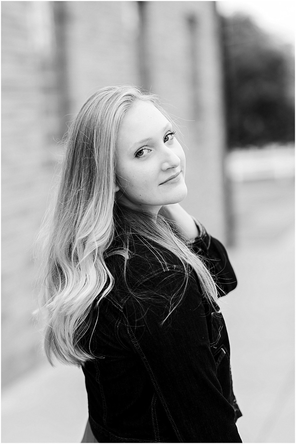 Senior Photography in Chaska Minnesota with horse_0002.jpg