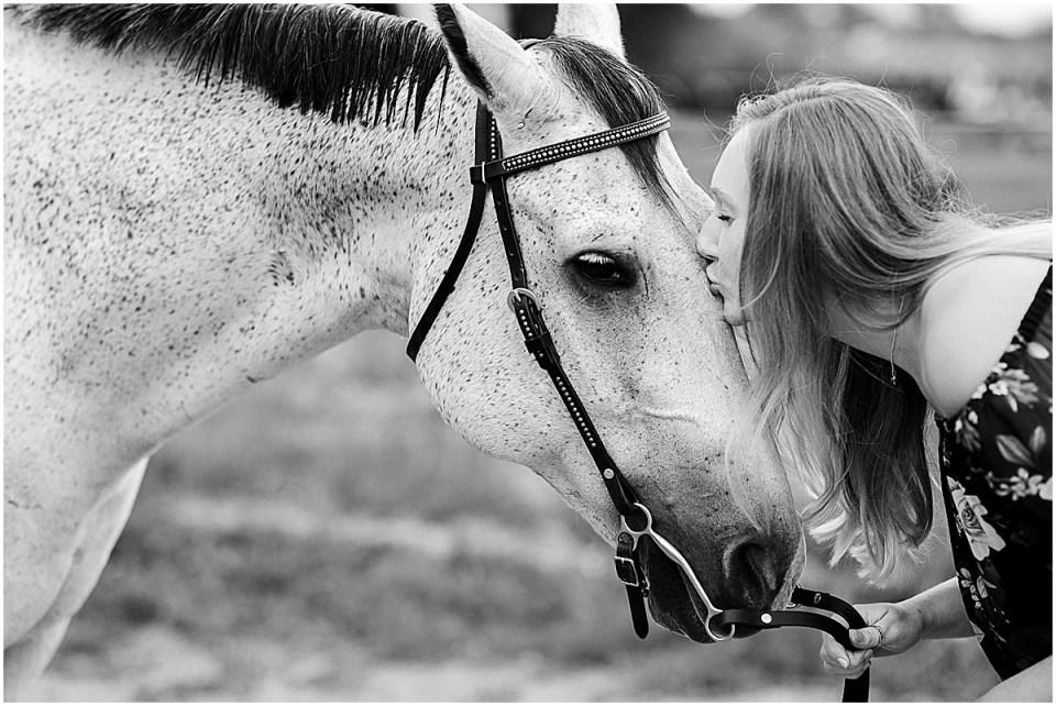 Senior Photography in Chaska Minnesota with horse_0024.jpg