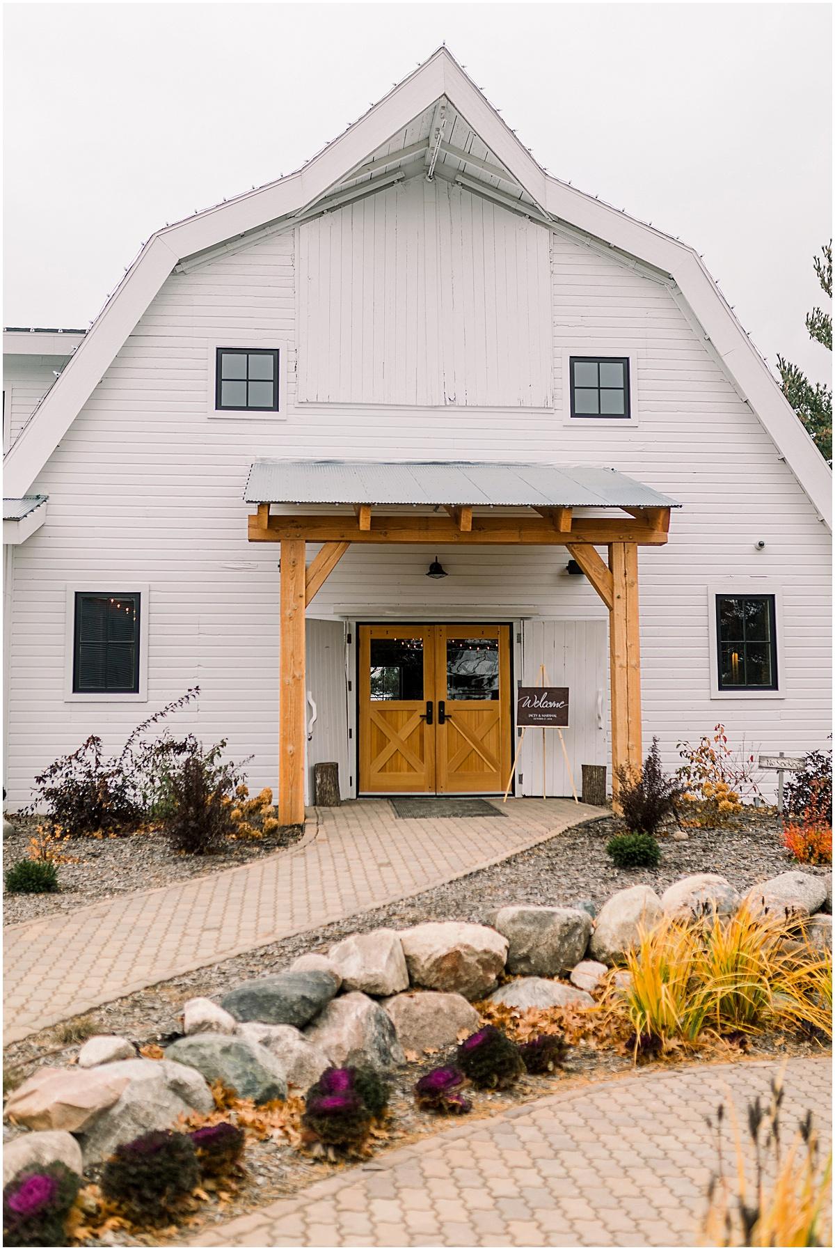 Minneapolis Favorite Venues Gathered Oaks Barn