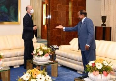 Une pétition lancée pour le départ immédiat de l'Ambassadeur de France au Cameroun. Pr Franklin Nyamsi saisit Emmanuel Macron (blogs.mediapart )