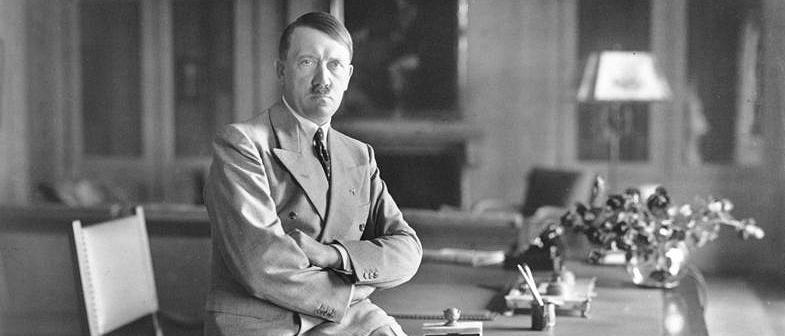 No le den más vueltas, la muerte de Hitler será de un tiro en la cabeza.