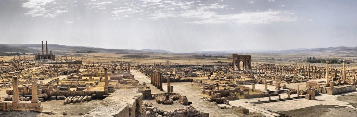 Timgad la ciudad romana que emergió de las arenas del Sahara