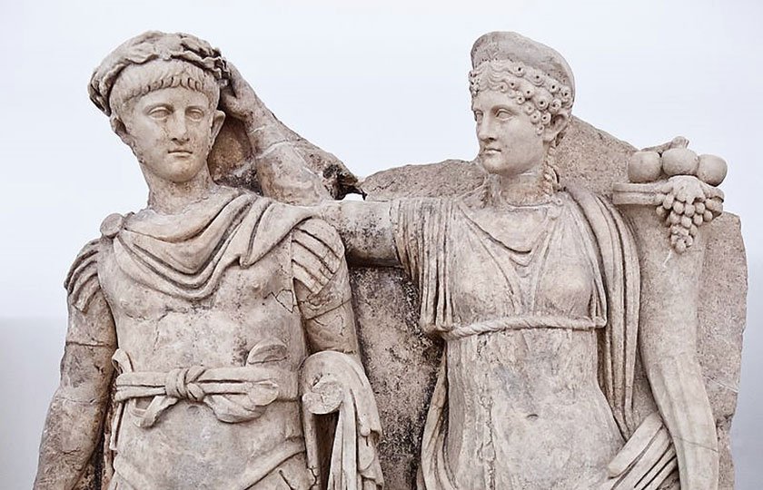 Agripina su última mujer coronando al sucesor de Claudio, su hijo Nerón.