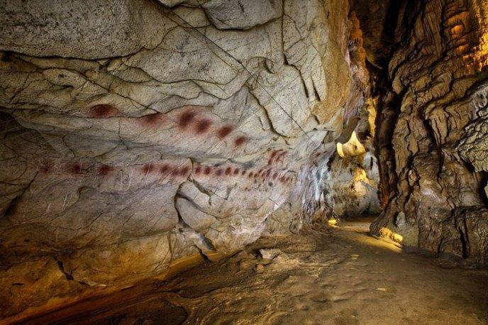 Puntos de una de las rocas de la Cueva del Castillo (¿calendario?)