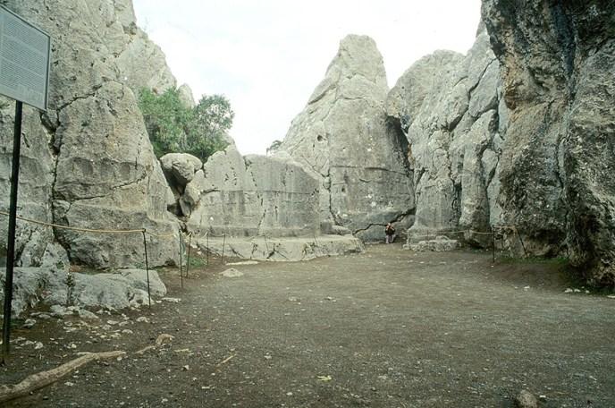 Yazilikaya el santuario religioso más importe del Imperio hitita
