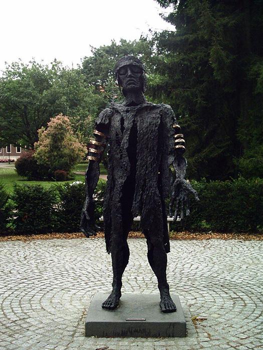 Estatua de Varo, visto por los alemanes ene la año 2003