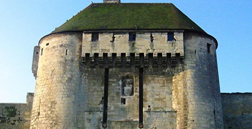 Ejemplo de matacanes en el castillo de Caen
