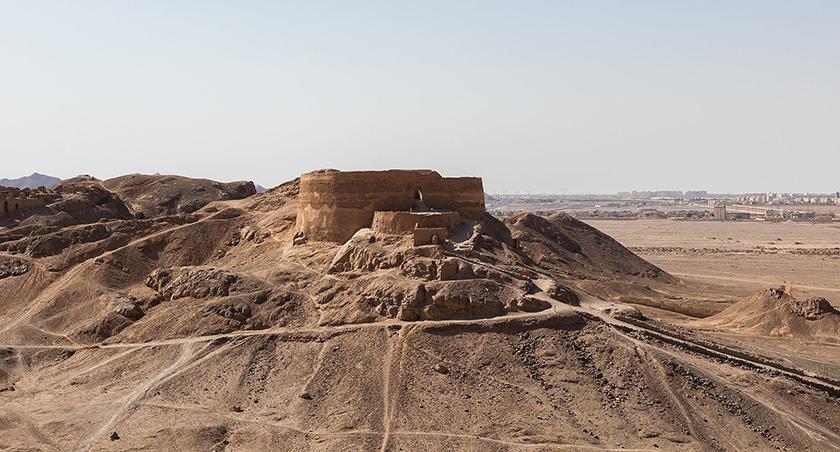 Torre del Silencio en las inmediaciones de la actual ciudad de Yazd (Irán)