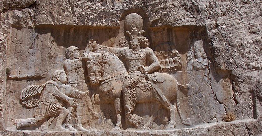Relieve persa con Valeriano arrodillado ante Sapor I