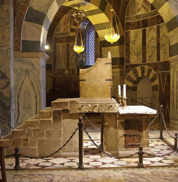 El trono de Carlomagno en la capilla de Aquisgrán.