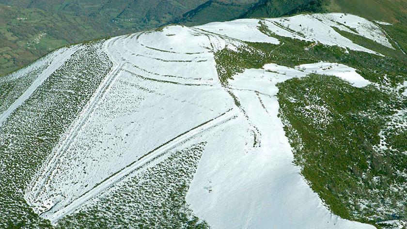 La nevada tapa los restos del Campamento romano de la Carisa
