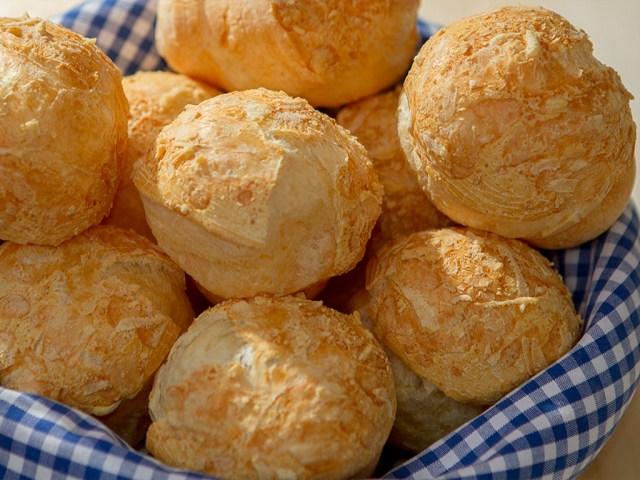 pao-de-queijo by lucilia diniz