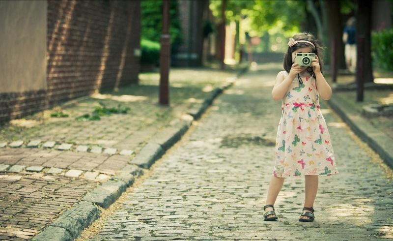 imagem-de-criança-tirando-fotos
