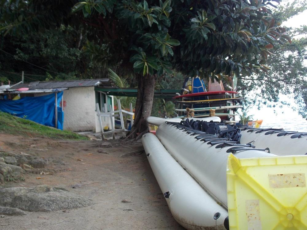foto mostrando caiaques e passeio de banana - Aventuras em Caragua – 05 de outubro de 2016