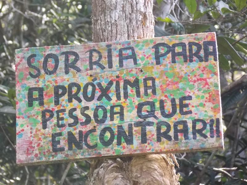 trindade e suas belezas naturais foto de placa mostrando frase - Trindade. Belezas naturais praias e cachoeiras em harmonia.
