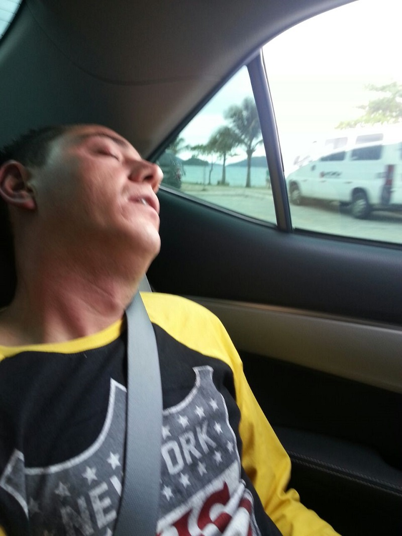 ubatuba ninguem dorme parte 2 foto de tiago dormindo - Ubatuba ninguém dorme – Parte II