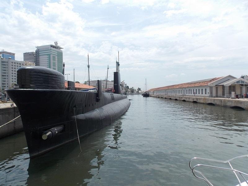 conhecendo o centro foto lateral submarino - Museu do Amanhã e centro do Rio de janeiro. Lindo.