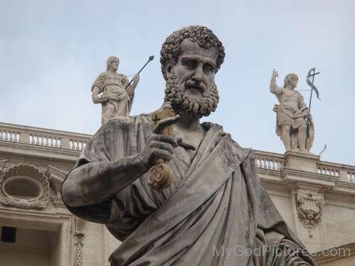 Deus Júpiter. Fonte: https://www.mygodpictures.com/the-statue-of-god-jupiter/