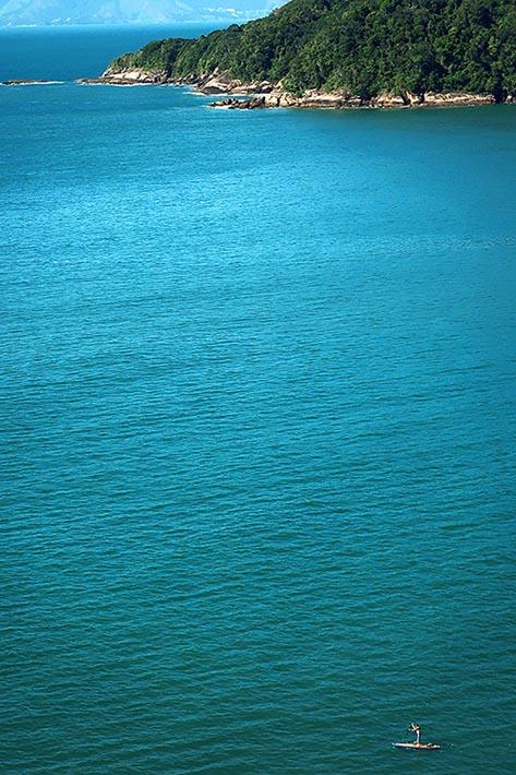 Foto que meu irmão fez da trilha, enquanto eu passava pela Praia da Figueira