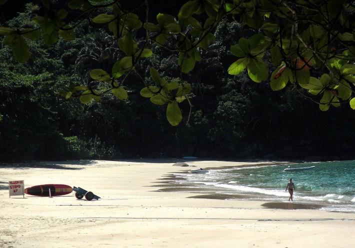 Aluguel de SUP na deserta Praia das Sete Fontes, em Ubatuba - SP