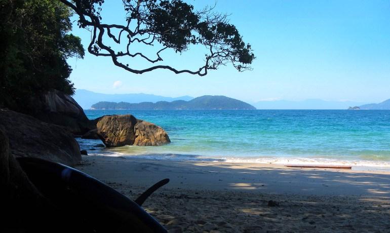 Prancha de SUP na Praia das Sete Fontes, em Ubatuba - SP