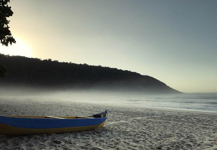 Mais uma foto da linda e deserta praia Martim de Sá