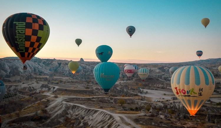 Voo de Balão na Capadócia: Quanto Custa e Como se Planejar | Caminhos me  Levem