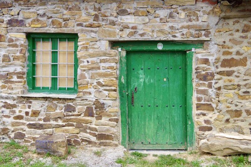 スエ緑と窓ドア