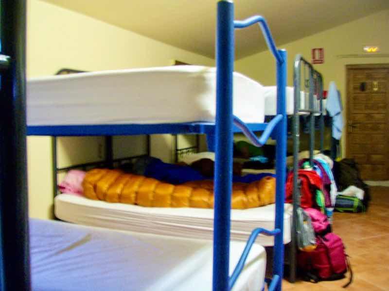 512 カルサディージャ・デ・ラ・クエッサ カミーノ 17km一本道 アルベルゲ 2段ベッド