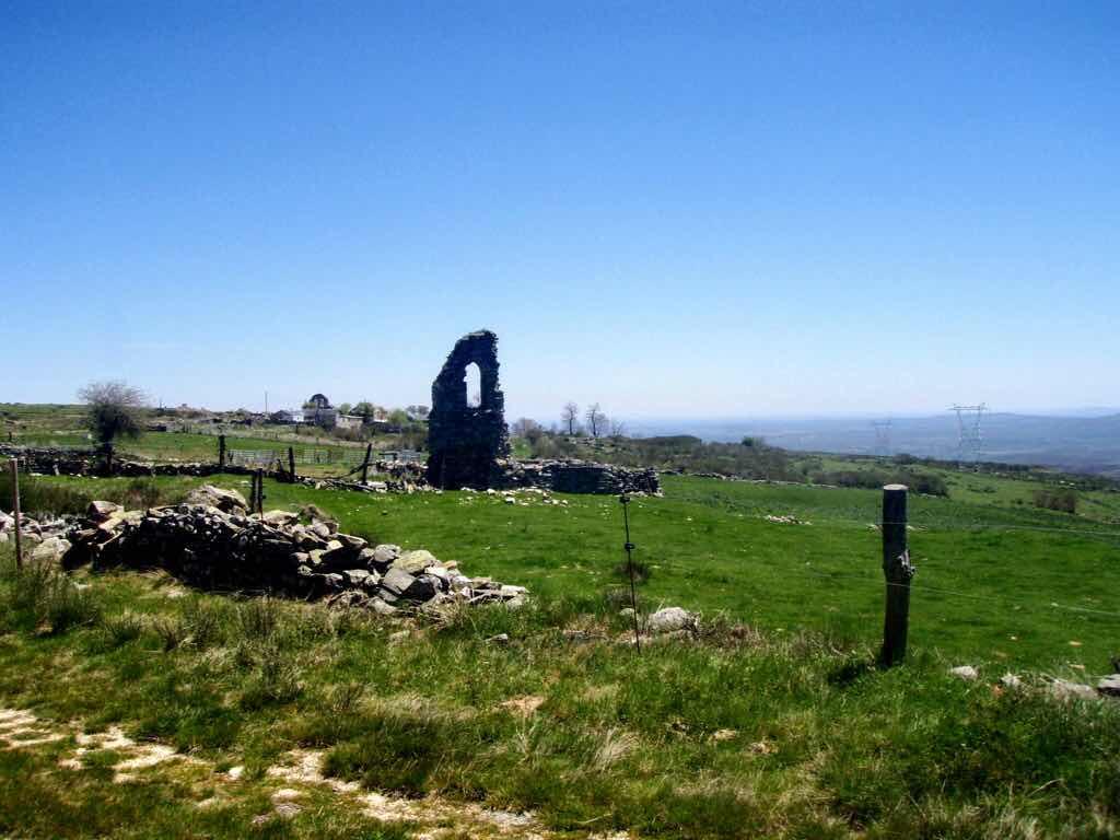 522カミーノ マンヘリン 石壁壊れ サンティアゴ巡礼