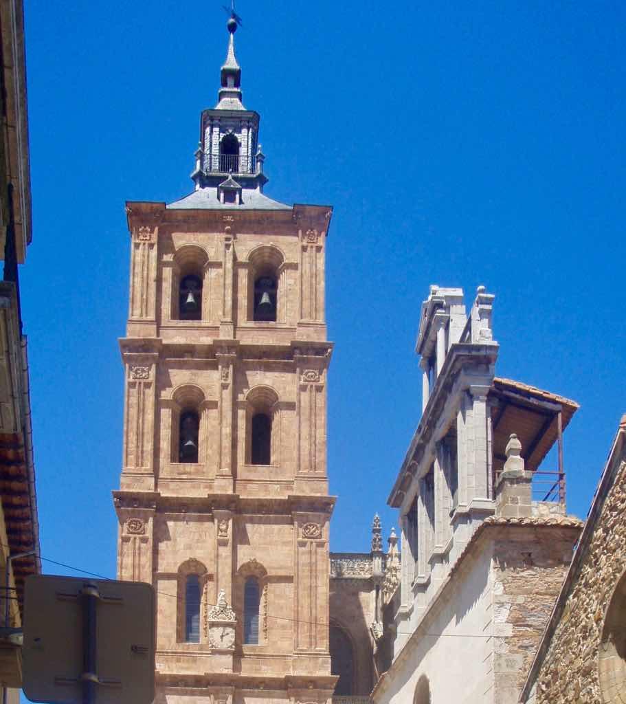 521 カミーノ アストルガ 教会アップ サンティアゴ巡礼