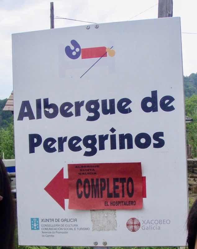 528 カミーノ トリカステーリャ アルベルゲ看板