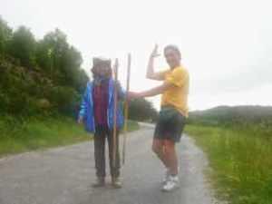 530 スペイン巡礼 サモス 田舎道 サンマメ 杖見つかる