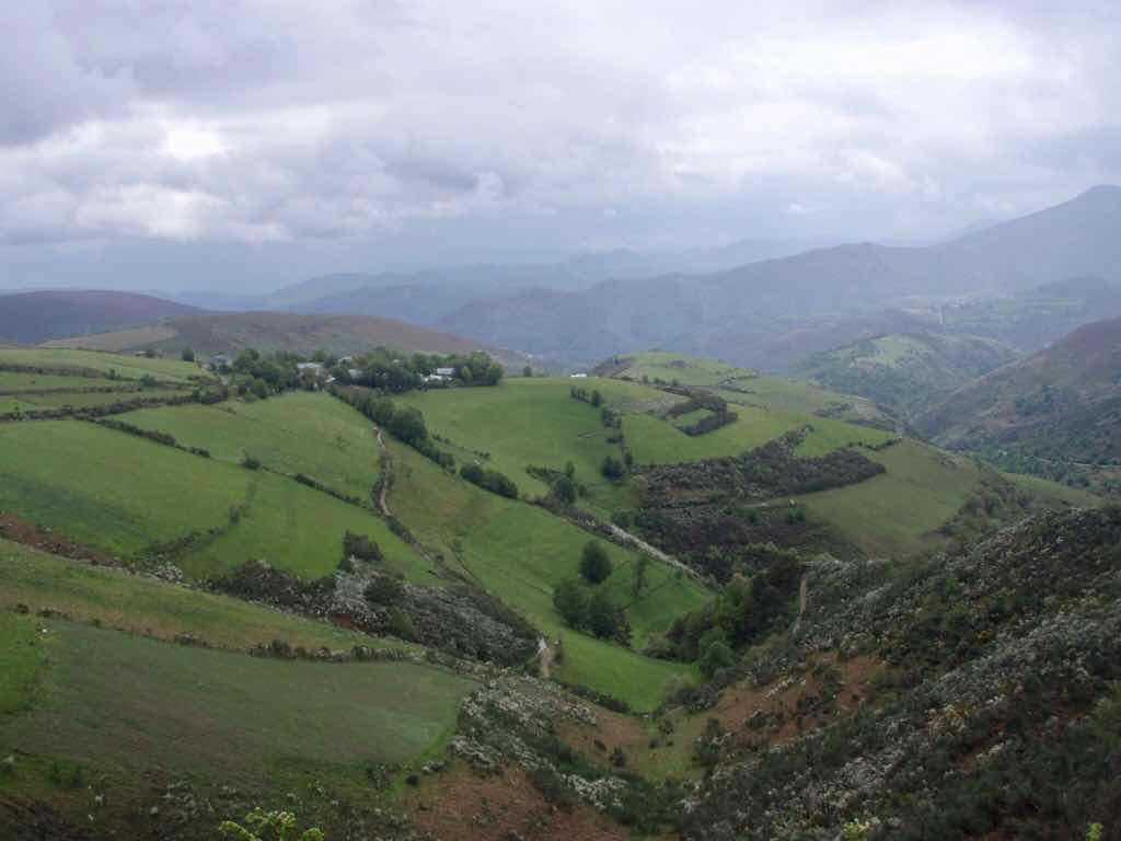 526 カミーノ セブレイロ 山の景色曇りc