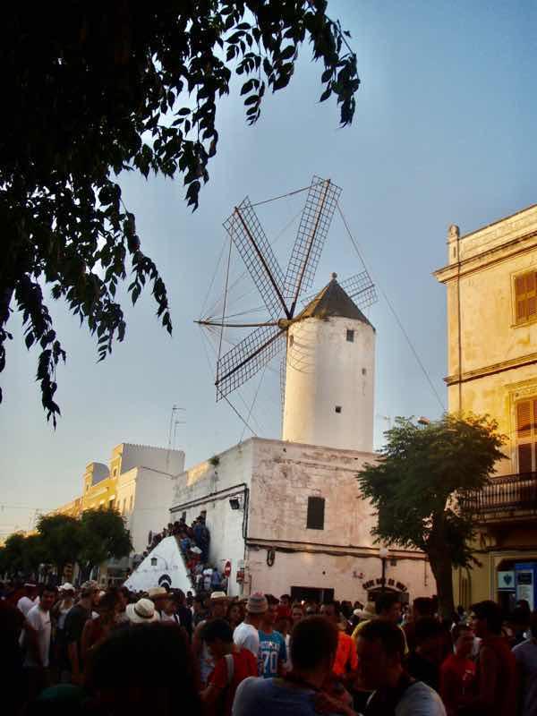 623メノルカ島 サン•フアン 馬祭り Menorca シウタデラ風車教会