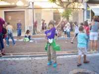 623メノルカ島 サン•フアン 馬祭り Menorca シウタデラ ヘーゼルナッツ投げ2方広がり