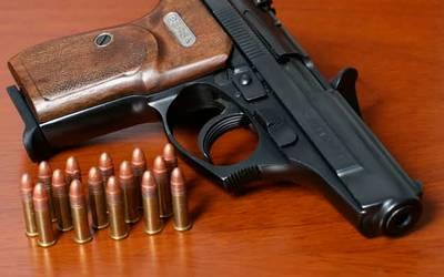 Oficial acusado después de descarga accidental de arma de fuego